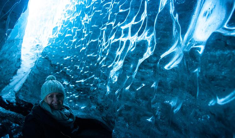 Anki i isklyfta vid Sólheimajökull glaciär, Island