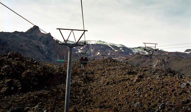 Linbanor tar oss upp till 2020 meters höjd, Mt Ruapehu Crater climb