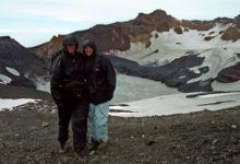 Fusna men glada - Anki & Lasse vid krater sjön, Mt Ruapehu Crater climb