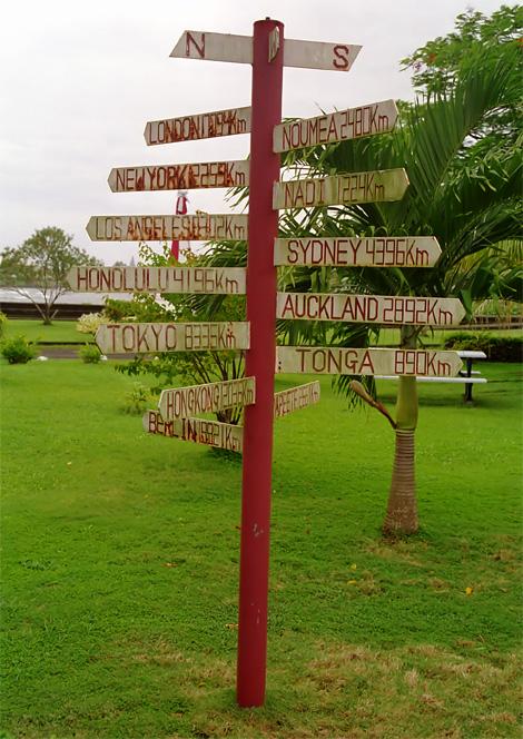 Skylt med avstånd från Apia till olika världsstäder, Samoa