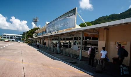 Ingång från landningsbanan till Seychelles International Airport