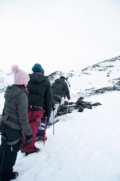 På led vid glaciär utflykt, Sólheimajökull, Island