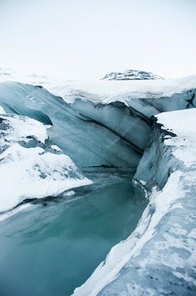 Is och vatten på glaciären Sólheimajökull, Island