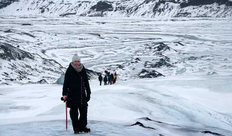 Anki på väg ner för glaciärtungan Sólheimajökull, Island