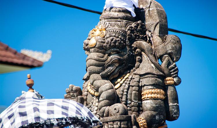 Närbild Ganesh staty i rondell, Sanur Bali