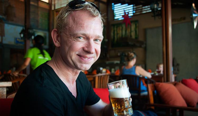Lasse njuter av en Bintang på Jegeg Restaurant, Sanur Bali