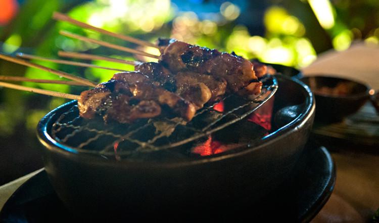Bordsgrill med Chicken Satay på Ares, Sanur Bali