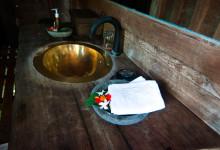 Handfat i badrummet till Padi House, Bambu Indah Ubud