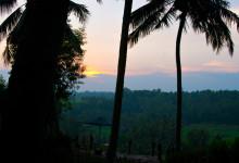 Solen försvinner vid horisonten, Bambu Indah Ubud