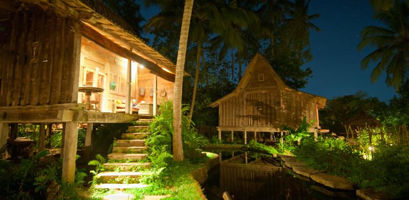 Kväll vid Bambu Indah i Ubud, Bali