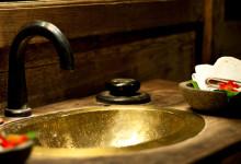 Handfat i badrummet till Padi House, Bambu Indah i Ubud