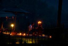 Romatisk middag med levande ljus vid Bambu Indah, Ubud
