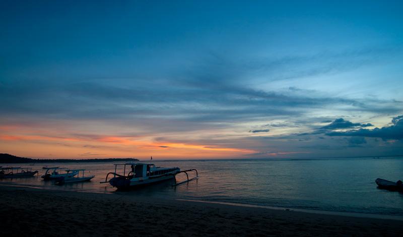 Solnedgång över Badung Sund från Nusa Lembongan