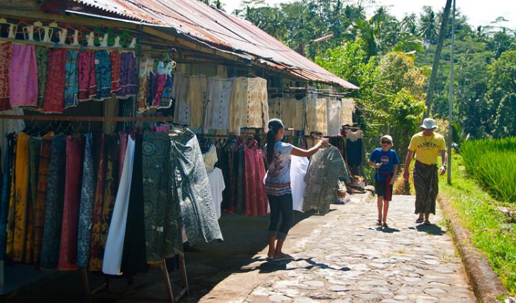 Shopping vid marknadsstånd, Gunung Kawi