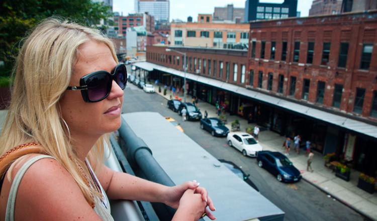 Anki på High Line i Meatpacking District, New York