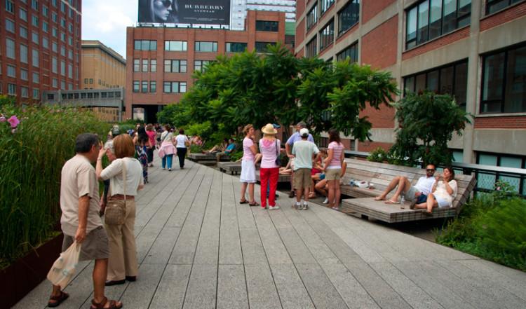 Skön dag vid High Line Park, Meatpacking District New York
