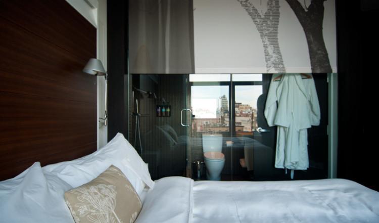 Sovrum och badrum på the James Hotel i SoHo New York