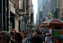 Livlig shopping längs Broadway, SoHo New York