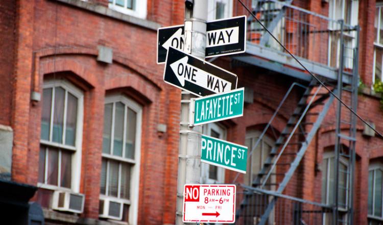 Gatuskyltar i Nolia New York