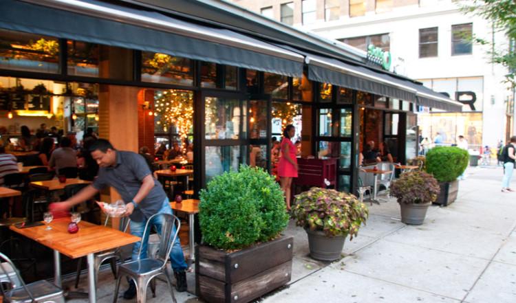 Uteservering på SoHo Park Restaurant, New York