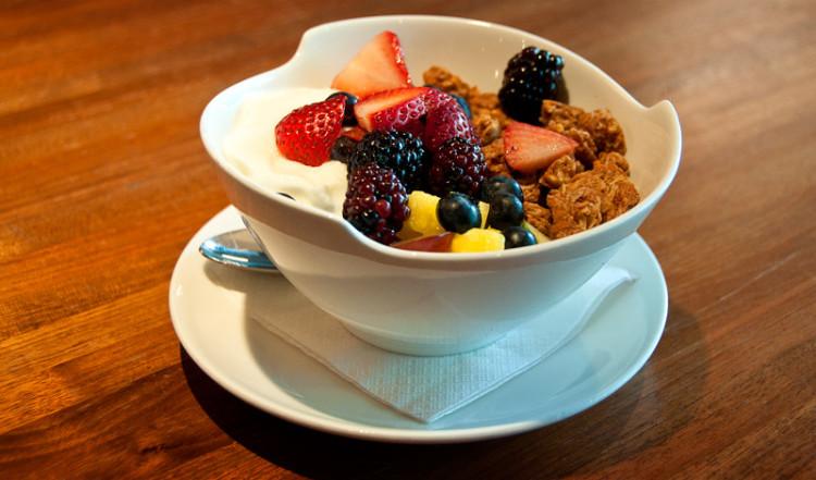 Yoghurt med frukt och Granola, Sanctuary T Restaurant, Soho New York