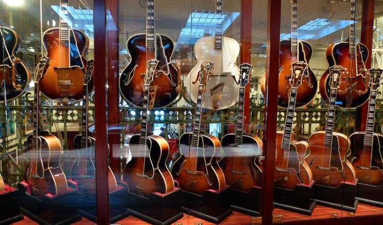 D'Angelico gitarrer på Rudys Music i SoHo New York