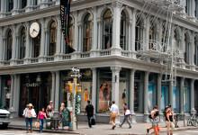 Byggnad i korsningen Broadway och Broome i SoHo, New York