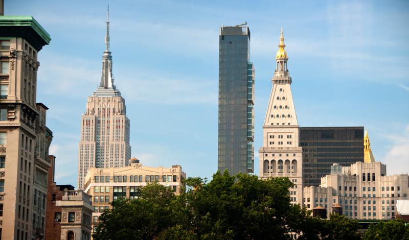 Empire State Building och andra skyskrapor sett från Union Square, New York