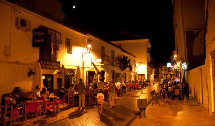 Nattliv på Calle Malaga, Estepona