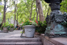 Vid entrén till Bryant Park, New York
