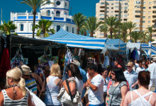Söndagsmarknad i hamnen i Estpona