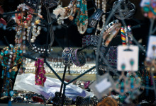 Ett marknadsstånd med smycken, Estepona