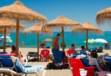 Strand nedanför Paco Chiringuito i centrum av Estepona