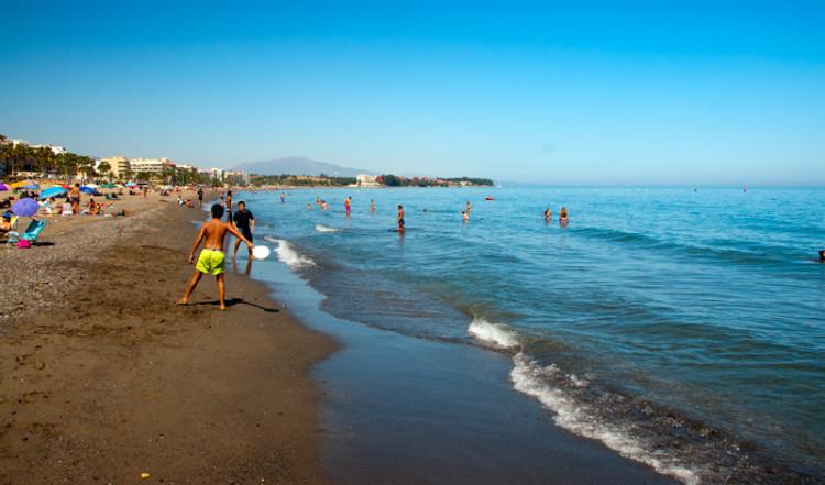 Kvällssol över Estpona strand