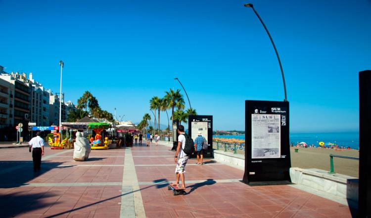 Tidig kväll på Estepona strandpromenad