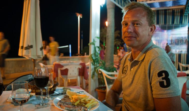 Lasse på Manolo restaurang, Strandpromenaden i Sabinillas