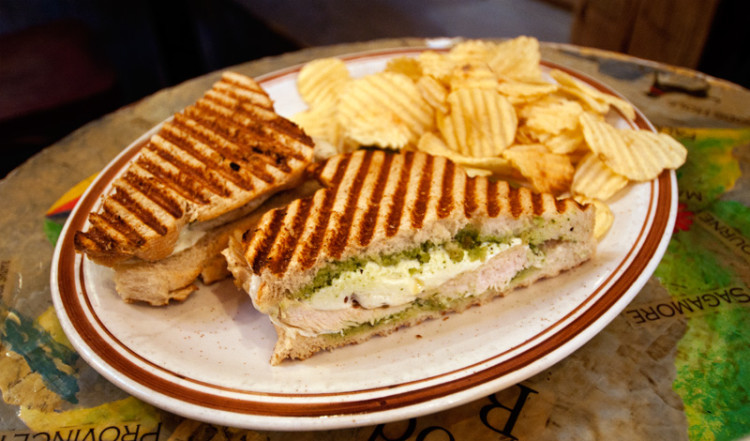 Sandwich med chips på Grey Dog Cafe, Mulberry Street New York