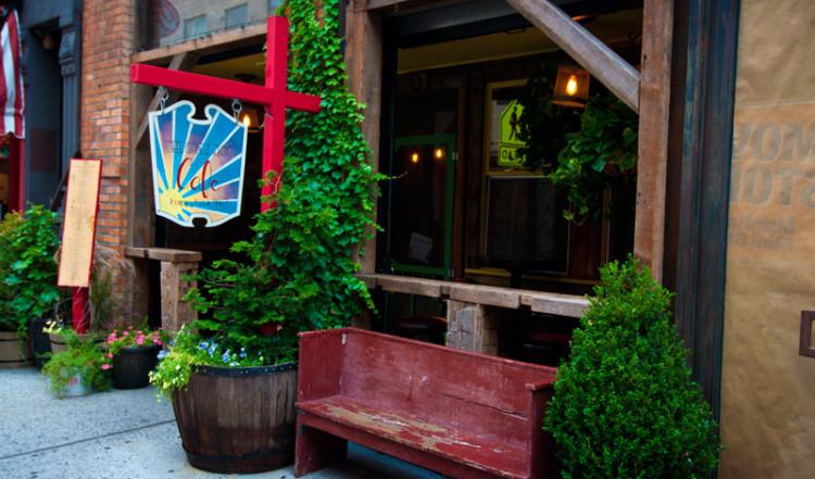 Bänk utanför Grey Dog Cafe, Mulberry Street New York