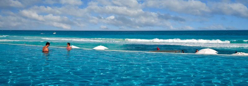 Infinity pool vid Karibiska havet, Bel Air Hotel Cancún Mexiko
