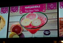 Neonskylt erbjuder Margaritas, La Isla Cancún