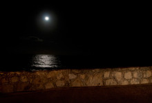 Måne över havet vid Adonis Resort, Tulum Mexiko