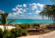 Vackert hav vid strandpromenad, Adonis Tulum