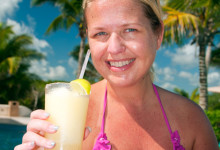 Anki tar en Margarita vid poolen, Adonis Tulum