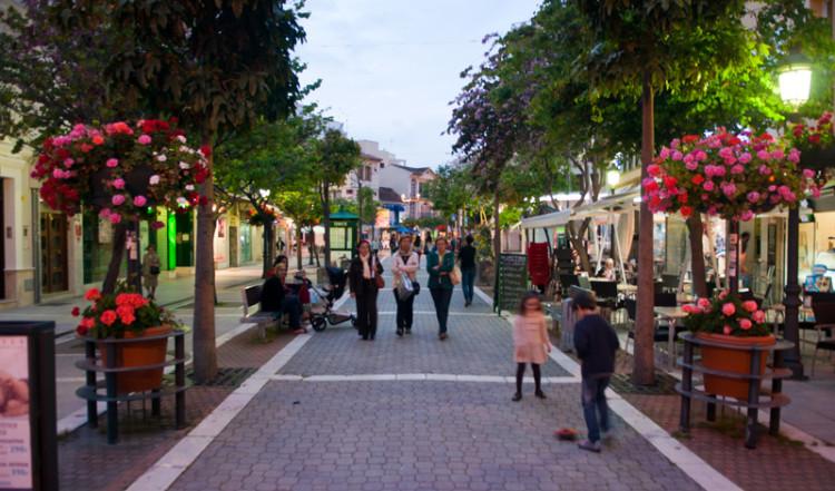 Huvudgatan genom Estepona