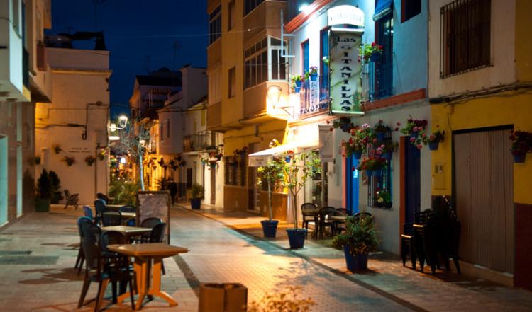 Kväll längs Calle Caridad, Estepona