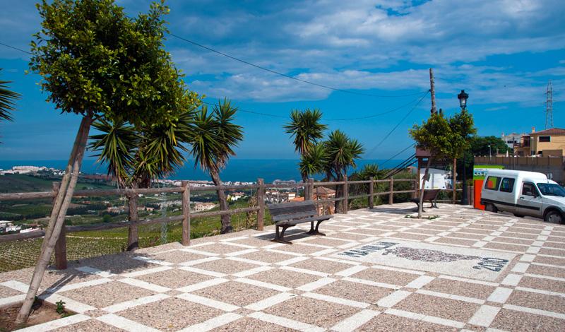 Utsiktsplats vid infart till Manilva by