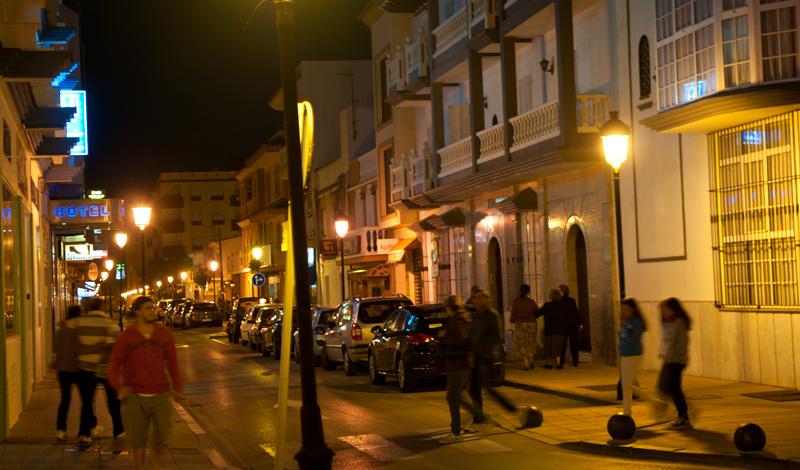 Kvällspromenad i Sabinillas, Spanien