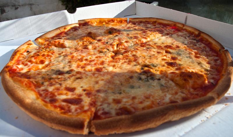 Quatro Formaggio Pizza i trädgården, Monte Viñas