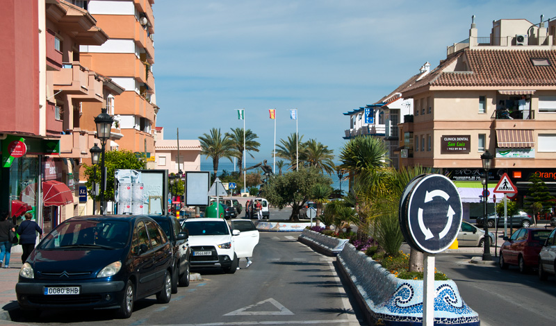 Huvudgatan i Sabinillas, Spanien