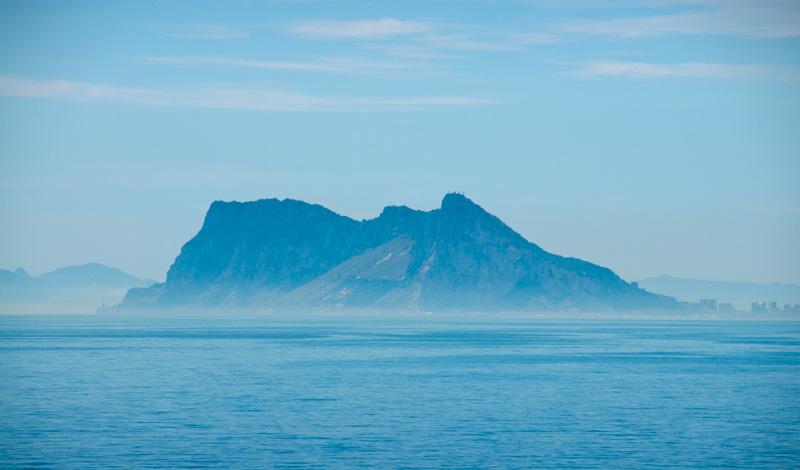 Gibraltar klippan från Punta Chullera, Spanien